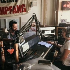 Eine Aufnahme von Alexander Büttner beim Interview bei Radio T.